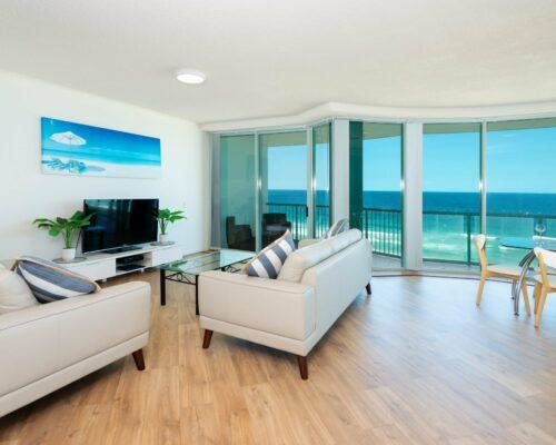 Main-beach-2-bed-apartment-unit-18 (2)