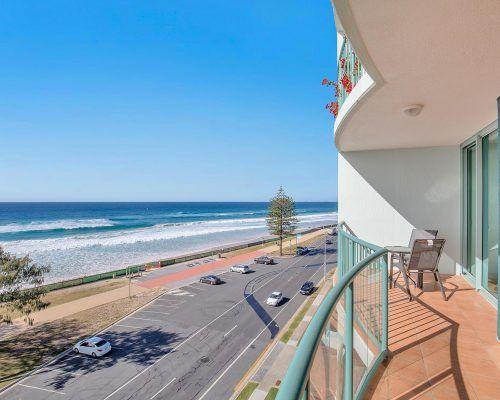 main-beach-2-bedroom-apartments-ocean-view-U11-(1)