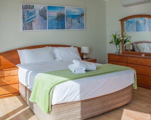 main-beach-2-bedroom-apartments-ocean-view-U18-(8)