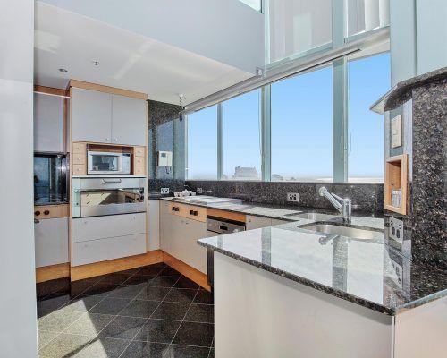 main-beach-3-bedroom-penthouse-apartment-ocean-view-U46-(5)
