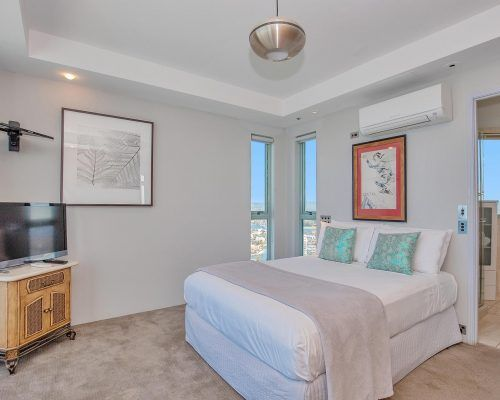 main-beach-3-bedroom-penthouse-apartment-ocean-view-U46-(8)